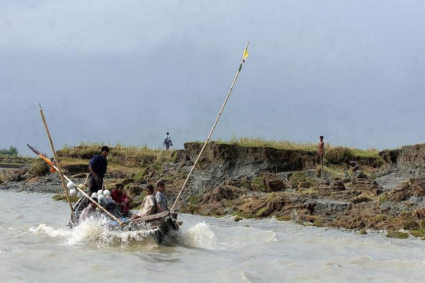 Bangladeshi fishermen working near a newly formed land at Boyer Char in Bangladesh's Noakhali district on Aug 24, 2008.