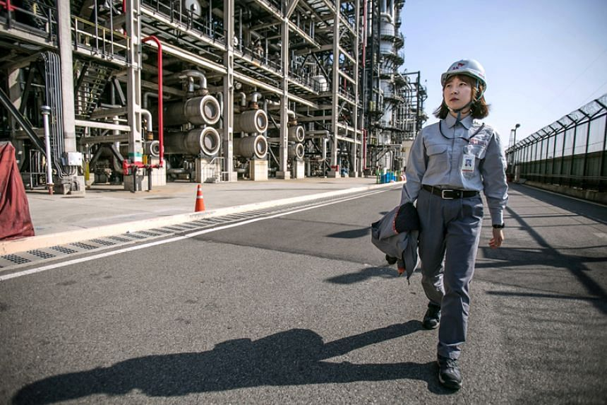 The challenges that come with being a woman in the traditionally male-dominated oil industry have never stopped Ryu Bok Young, an engineer at SK Global Chemical Co.