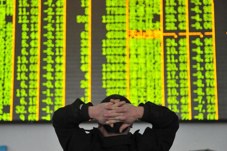 An investor looks at an electronic screen at a brokerage house in Hangzhou, China on Jan 26, 2016.