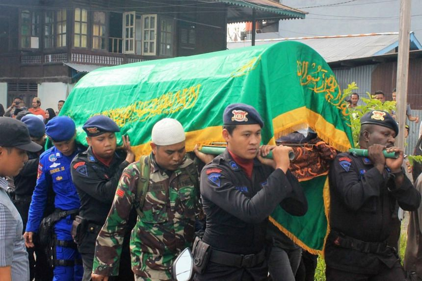 Indonesian security forces carry the body of a police officer who was shot and killed near Freeport-McMoRan Inc's giant Grasberg copper mine, during his funeral in Timika, Papua province Indonesia Nov 15, 2017.