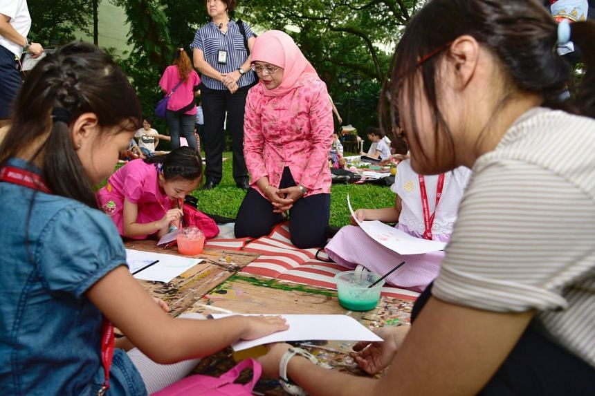 The young visitors had light refreshments on the lawn and painted and coloured with School of the Arts students.