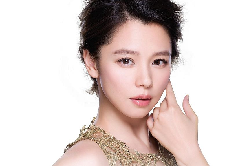 Taiwanese singer Vivian Hsu brushes off rumours that she is doing more advertisements to bail out her husband's firm.