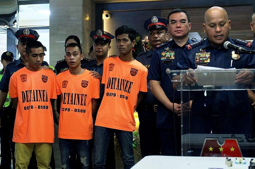 Philippine police chief Ronald de la Rosa speaking at a press conference on the arrests, with the alleged militants present. The police had monitored one suspect's Facebook posts, in which he hinted at a plan to launch attacks in Manila.