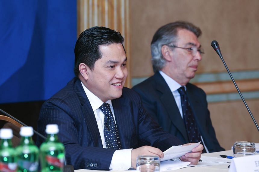 Inter Milan chairman Erick Thohir with former owner Massimo Moratti at a club press conference.
