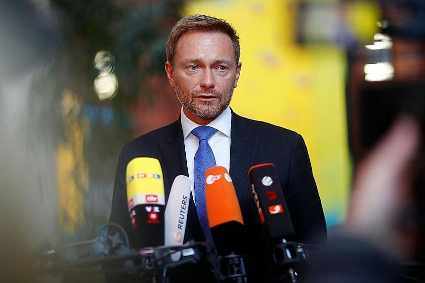 Free Democratic Party chief Christian Lindner speaking to the press after coalition talks failed.
