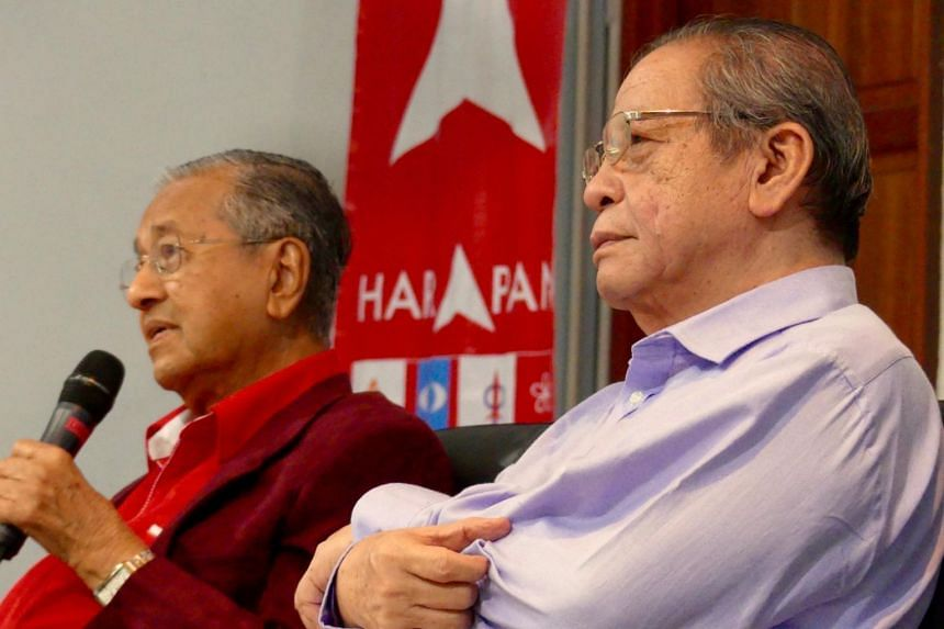 Former premier Mahathir Mohamad and fellow opposition stalwart Lim Kit Siang spent nearly two hours Tuesday night (Nov 21) fielding searching questions from an audience of about 200 youths, as they attempted to engage a crucial votebank that is appar