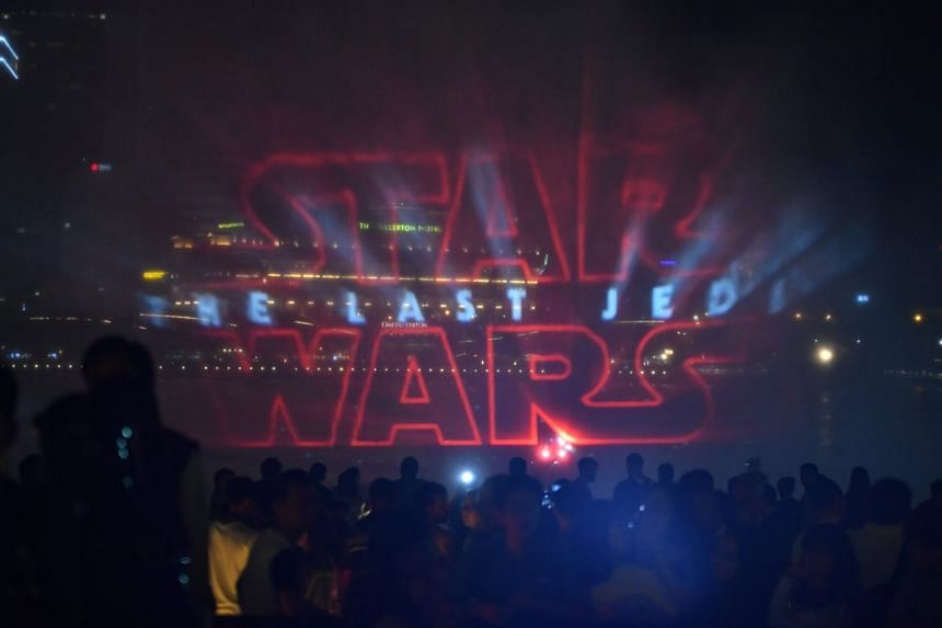 The special Star Wars Edition of the multimedia light and water show incorporated lasers and water sprays timed to Star Wars music, projecting images of popular Star Wars characters such as Yoda and droid BB-8.