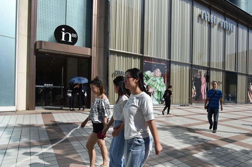 A survey has found that people in China born in the 1990s, called the post-90s generation, are largely non-savers and are more willing to spend on themselves.