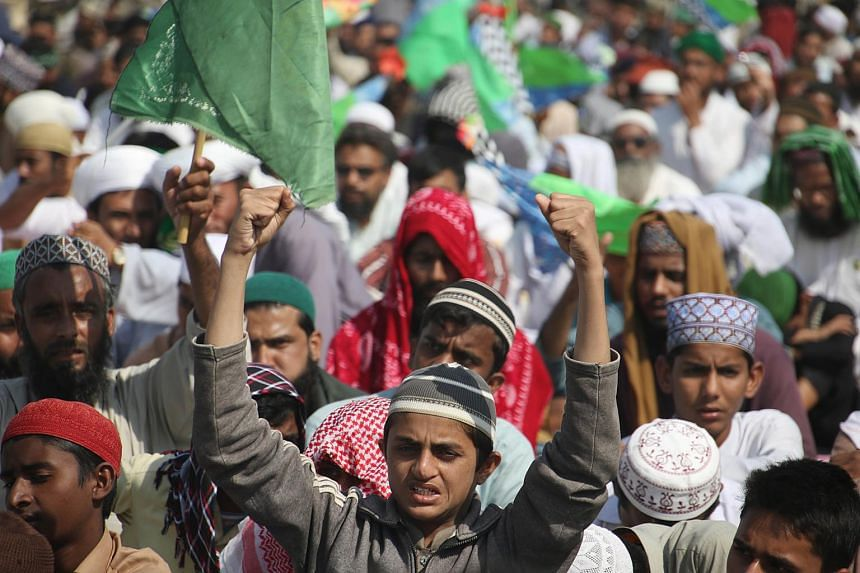 Supporters of different religous groups block highway to express solidarity with supporters of another religous group 'Tehrik Labayk Ya Rasool Allah (TLYRA)' a day after violent protests, in Karachi, Pakistan.