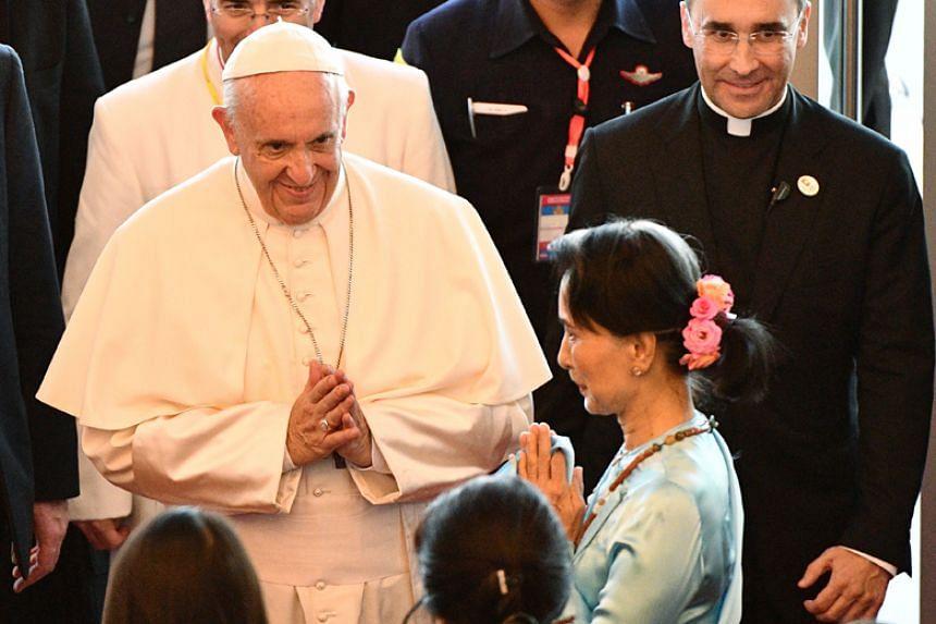 Pope Francis is greeted by Myanmar's de facto leader Aung San Suu Kyi in Naypyidaw on Nov 28, 2017.