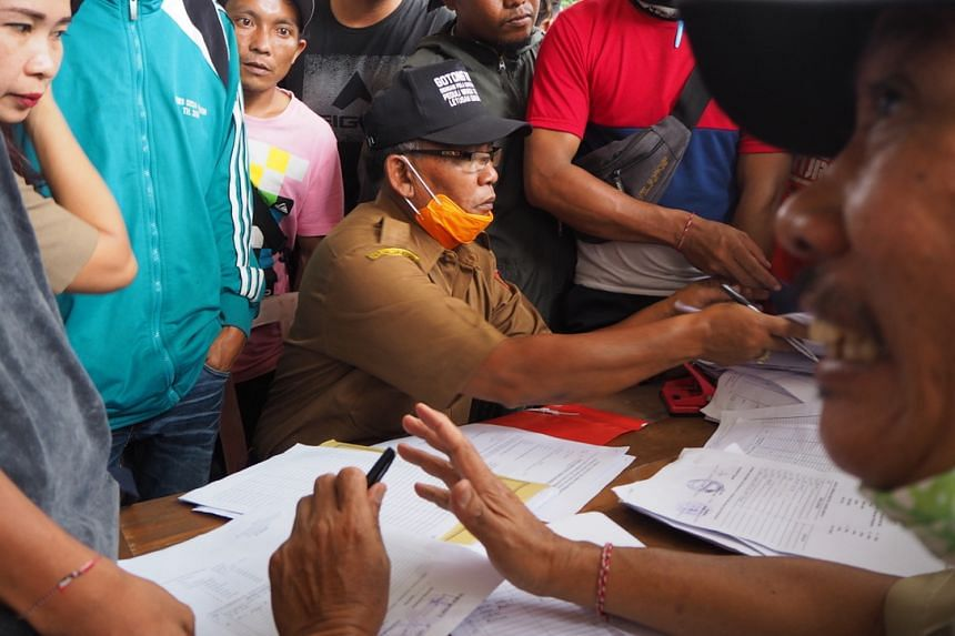 Local district officials registering evacuees at the evacuation shelter in Rendang. The Rendang district chief said there has been a shortfall in supplies due to the sudden increase in the number of evacuees since Nov 26, 2017.