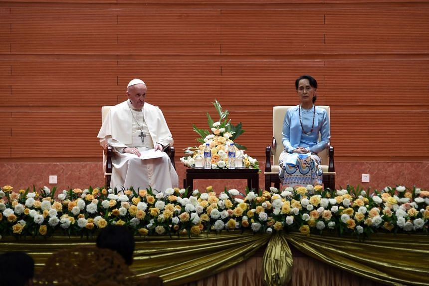 Pope Francis and Myanmar's de facto leader Aung San Suu Kyi attend a meeting with members of the civil society and diplomatic corps in Naypyitaw.