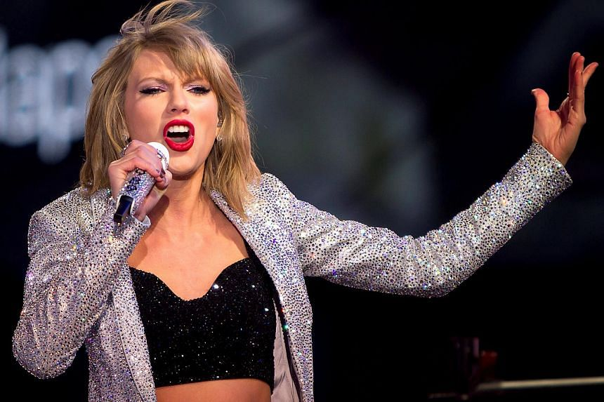 Taylor Swift performs at New York Times Square, on Dec 31, 2014.