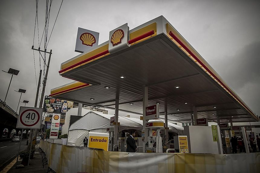 A Shell station in Mexico. Shell reiterated its plans to buy back US$25 billion worth of shares between this year and 2020 in order to offset the dilutive effect of the scrip and its acquisition of BG Group.
