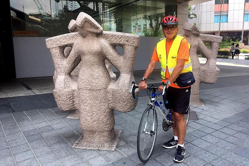 Standard Chartered Singapore Marathon official course measurer Dave Cundy next to the samsui women statues in front of the Urban Redevelopment Authority Building in Maxwell Road, not far from the 10km mark of Sunday's race.