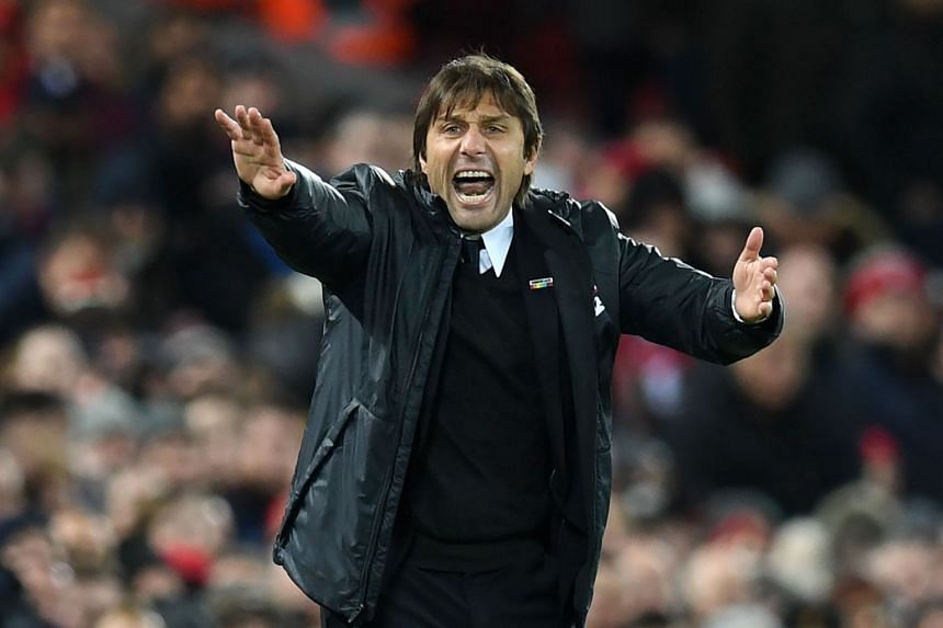Conte gestures on the touchline during Chelsea's match against Liverpool on Nov 25, 2017.