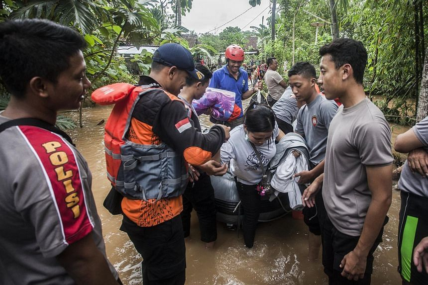 The Indonesian government has strengthened measures to deal with the potential hazards of floods and landslides as the nation braces for heavy rainfall. The move came amid mounting concerns of Cyclone Cempaka.