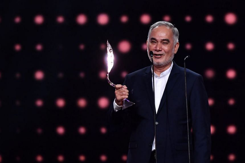 Local actor Zhu Houren won the award for Best Actor In A Supporting Role for his work in the thriller Trapped Minds at the 22nd Asian Television Awards on Dec 1, 2017.