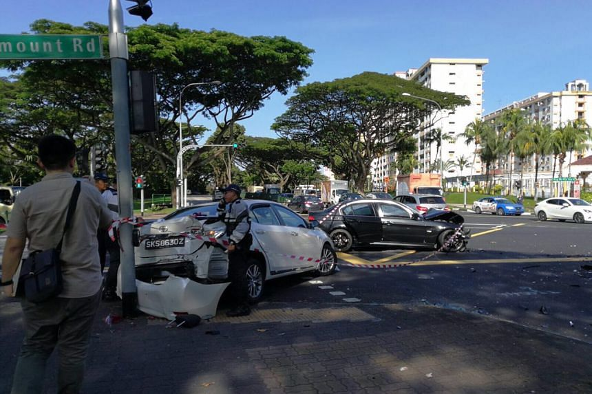 4 Adults 2 Children Taken To Hospital After 2 Car Accident In Ang