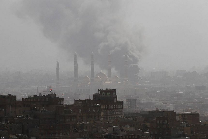 Smoke rises during the battle between former Yemeni President Ali Abdullah Saleh's supporters and the Houthi fighters in Sanaa, Yemen, on Dec 2, 2017.