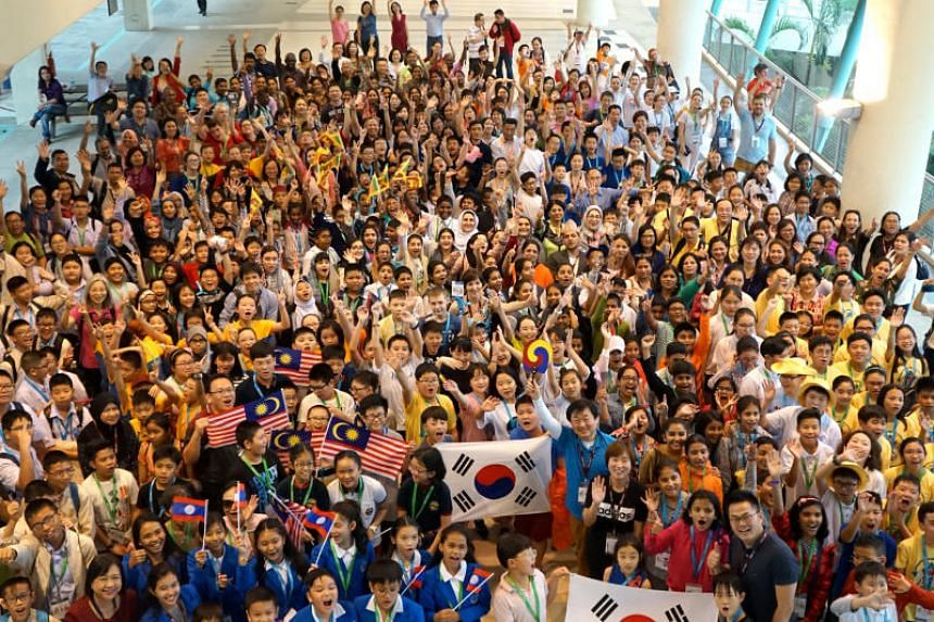 More than 300 students visited NUS High on Nov 22, the third day of the 14th International Mathematics and Science Olympiad (IMSO), held in Singapore for the first time.