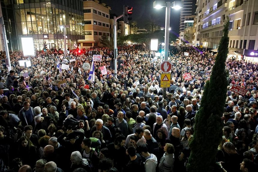 Tens of thousands of people protested in Tel Aviv last Saturday against what they say is corruption within the Israeli government and the slow pace of investigations against Prime Minister Benjamin Netanyahu. Mr Netanyahu is suspected of receiving lu