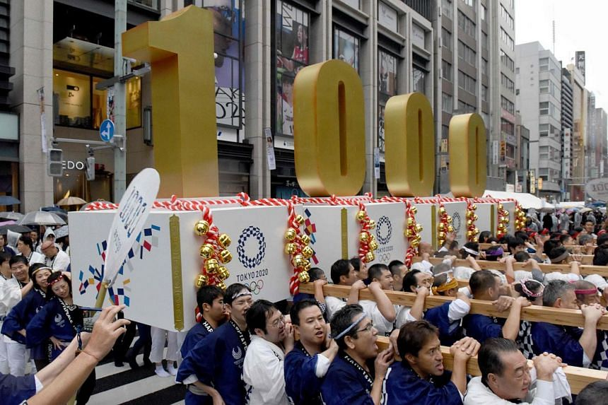 Participants carry floats to celebrate 1000 days to go until the opening ceremony of the 2020 Olympic Games in Tokyo on Oct 28, 2017.