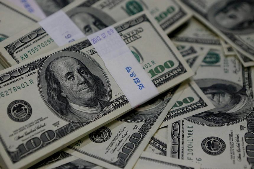 The US dollar bounced to a two-week top on Dec 4, 2017.