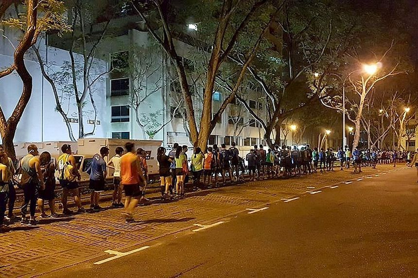 Participants in the Standard Chartered Singapore Marathon queuing to deposit their belongings near Wheelock Place before the race on Sunday. The delay was just one of many glitches runners were unhappy about.