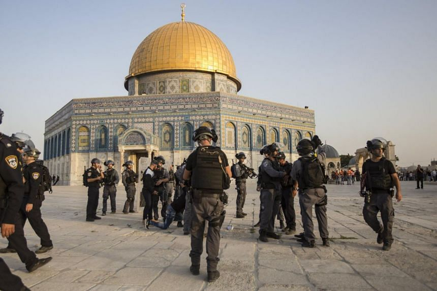 Israeli riot police take up positions next to Dome of the Rock at the Al-Aqsa Mosque compound in the Old City of Jerusalem on July 27, 2017. US President Donald J. Trump has informed Israeli and Arab leaders that he plans to recognise Jerusalem as th
