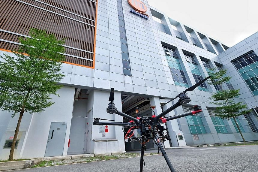 NTU's custom-built drone can be controlled and tracked in real time through M1's 4.5G network. Using a 4.5G heterogeneous network will allow drone operators to safely pilot their drones even beyond line of sight.