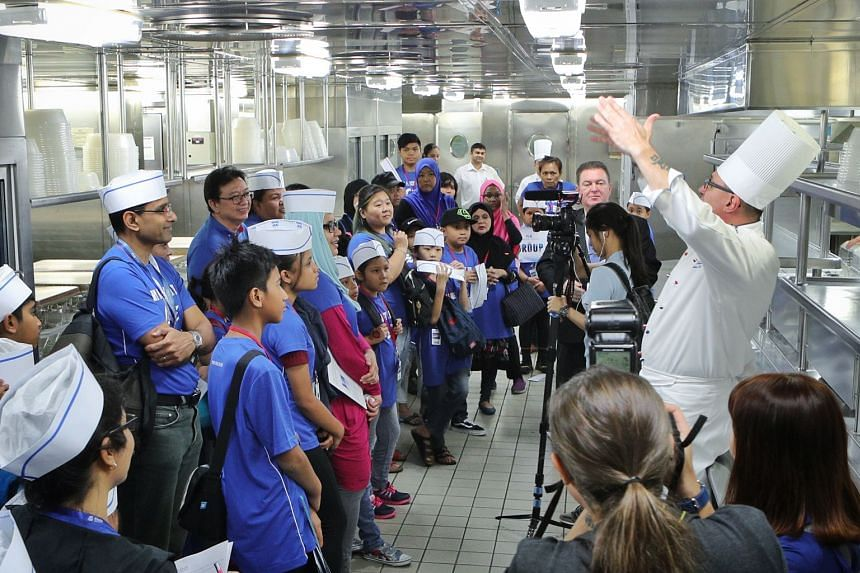 Everyone is all ears as executive chef Michael Toccheto explains the goings-on in the galley. PHOTO: PRINCESS CRUISES, ZAOBAO