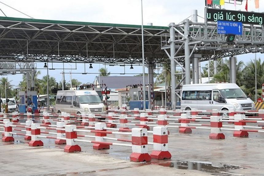 Charges at the Cai Lay toll road in southern Vietnam were suspended by the government on Dec 4, 2017, after protesting drivers caused long tailbacks by paying fees in bundles of tiny denomination bills.