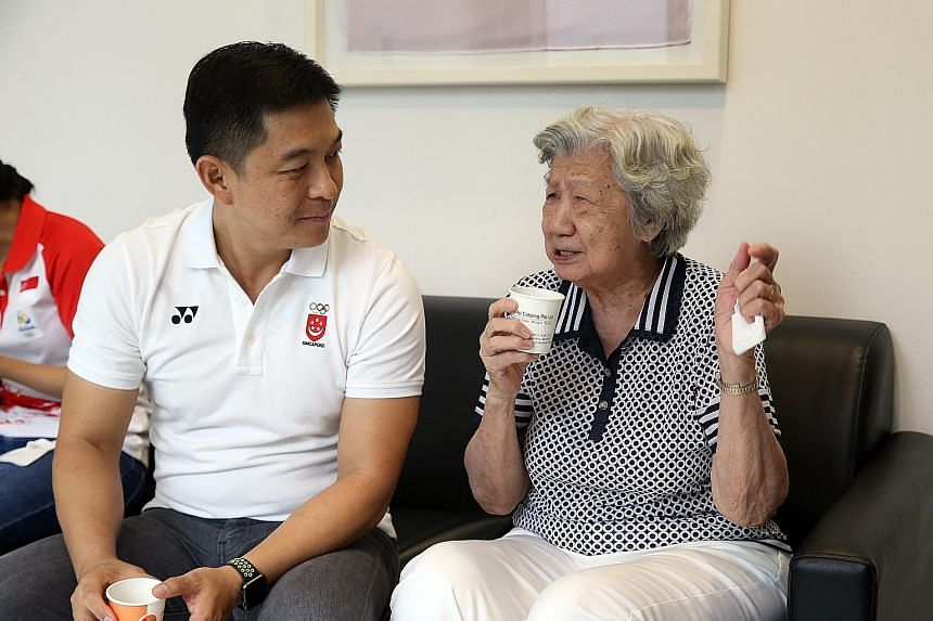 SNOC president Tan Chuan-Jin chatting with 1952 Olympic hurdler Tang Pui Wah at the launch of the Project 0812 book yesterday.