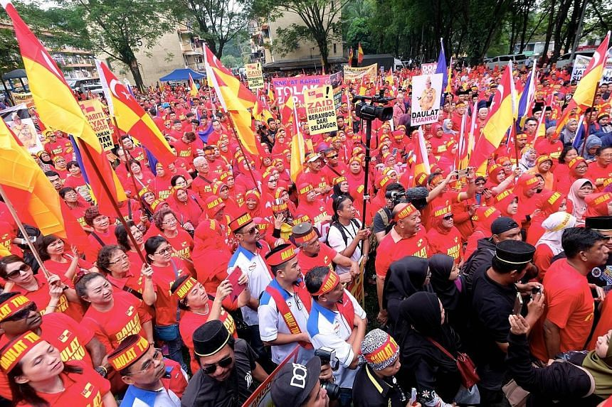 Participants at yesterday's rally near the Seksyen 16 flats, a usually quiet residential area in Shah Alam, had gathered to support Selangor ruler, Sultan Sharafuddin Idris Shah, following opposition member Zaid Ibrahim's comment in a Twitter post th