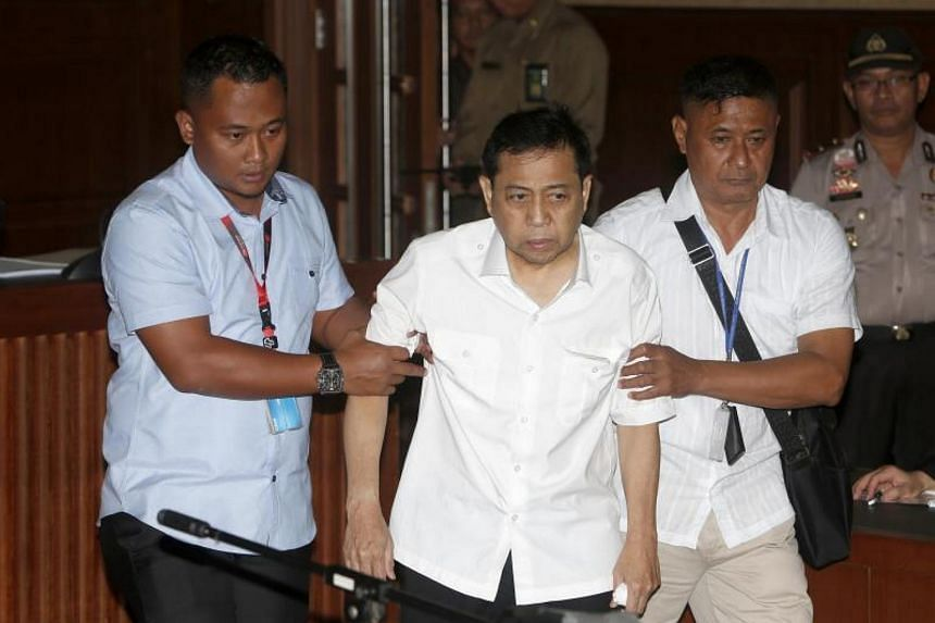 Corruption Eradication Commission officers escorting Parliament Speaker Setya Novanto (centre) inot the Central Jakarta Court on Dec 13, 2017.