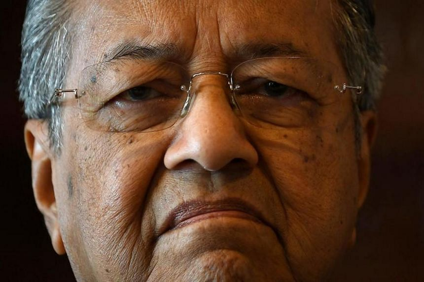 Former Malaysian leader Mahathir Mohamad is accused of insulting a seafaring ethnic group when he attacked Prime Minister Najib Razak.