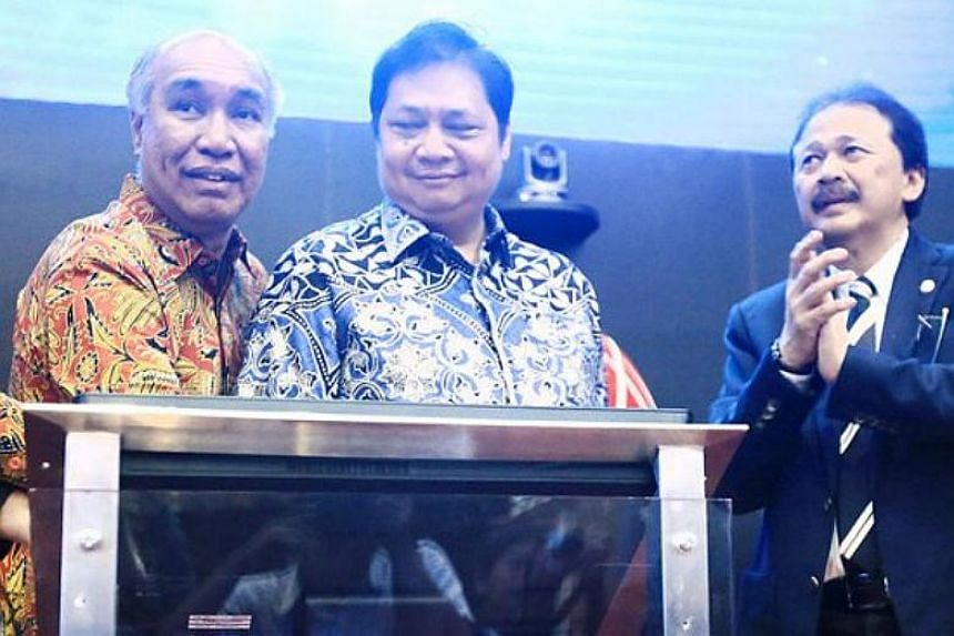 Golkar selected Indonesia's Industry Minister Airlangga Hartarto (centre) to replace Setya Novanto as party chairman.