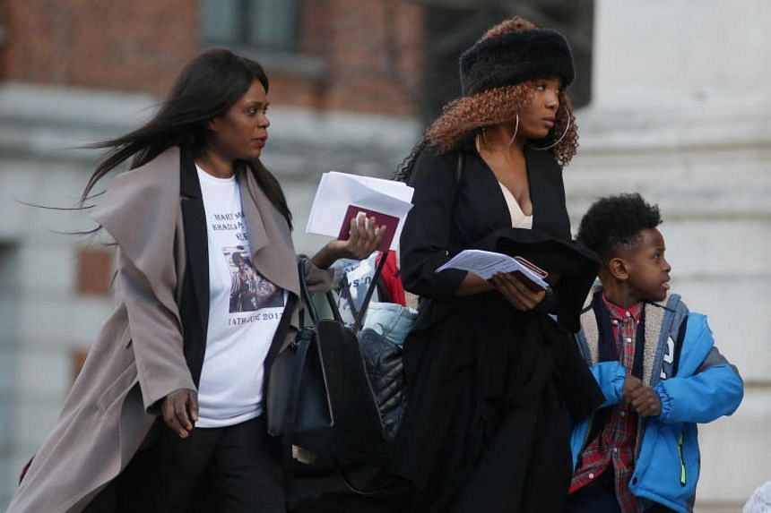 Mourners arrive at St Paul's Cathedral for a memorial service in honour of the victims of the Grenfell Towerfire, London, Britain, on Dec 14, 2017.