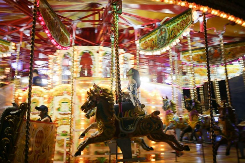 Opening hours are from 4pm to 11pm daily, except for Christmas Eve and New Year's Eve, when the carnival is open from 3pm to 2am.