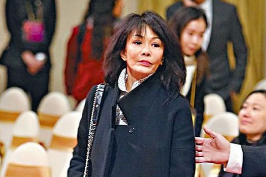 Actresses Susan Shaw and Carol Cheng (above) were among the many Hong Kong entertainers who turned up at a memorial service at Shaw Studios on Tuesday to pay their last respects to entertainment executive Mona Fong.