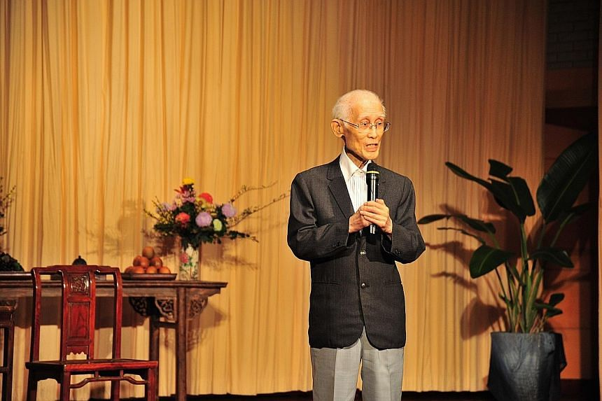 Poet Yu Guangzhong advocated reading literature for understanding of Taiwan Strait issues.