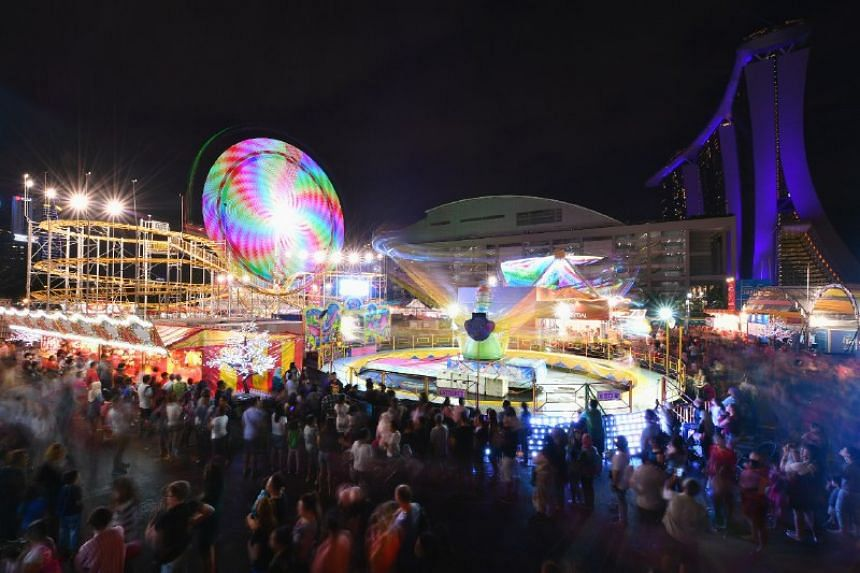 The Prudential Marina Bay Carnival features 22 rides and 29 game booths, including thrill rides such as the Star Flyer and Mach 5.