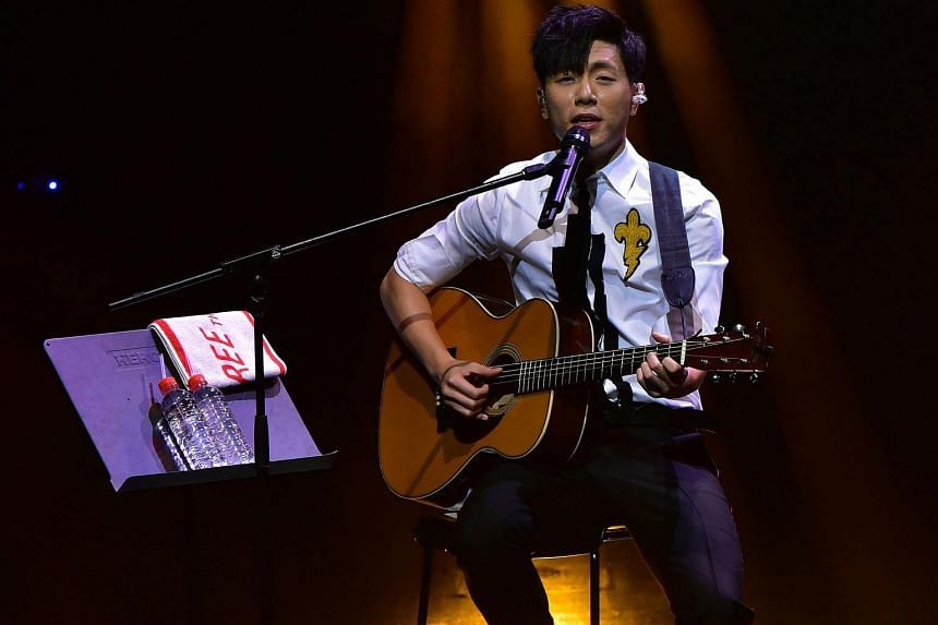 Taiwanese singer-songwriter Wei Li-an took requests during a 20-minute encore at his concert was a lovely surprise.