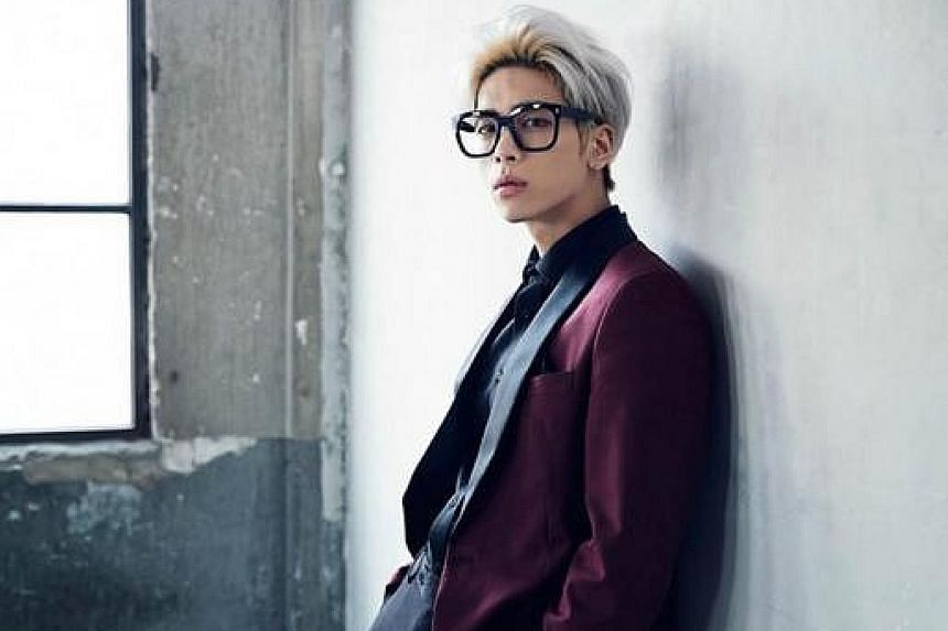 K-pop star Jonghyun died yesterday in an apparent suicide. His death shocked fans, with many taking to social media to express their disbelief and grief while others gathered at the hospital where he died.