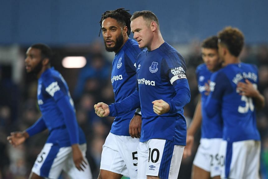 Everton's English striker Wayne Rooney (centre) celebrates scoring the penalty against Swansea City on Dec 18, 2017.