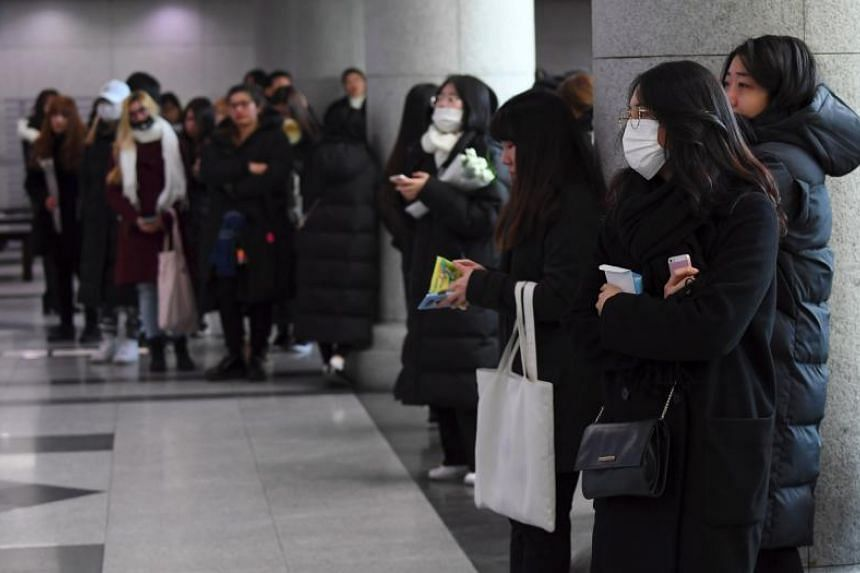 Tearful fans gather to visit the mourning altar for Jonghyun at the Asan Medical Centre in Seoul, on Dec 19.