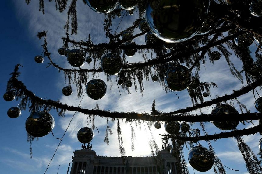 Baldy's bare branches have turned the Rome Christmas tree into a laughing stock.