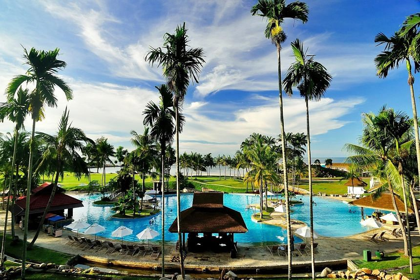 Bintan Lagoon Resort comprises a 413-key resort hotel and two 18-hole championship golf courses, among other things.