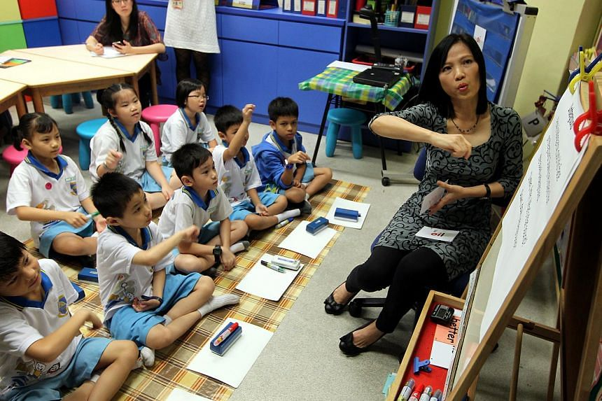 Northland Primary English teacher Tan Lee Joon teaching Primary 2 pupils.